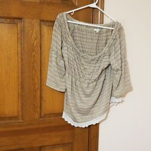 Tan 0X Maurices  bell sleeves crocheted hem top